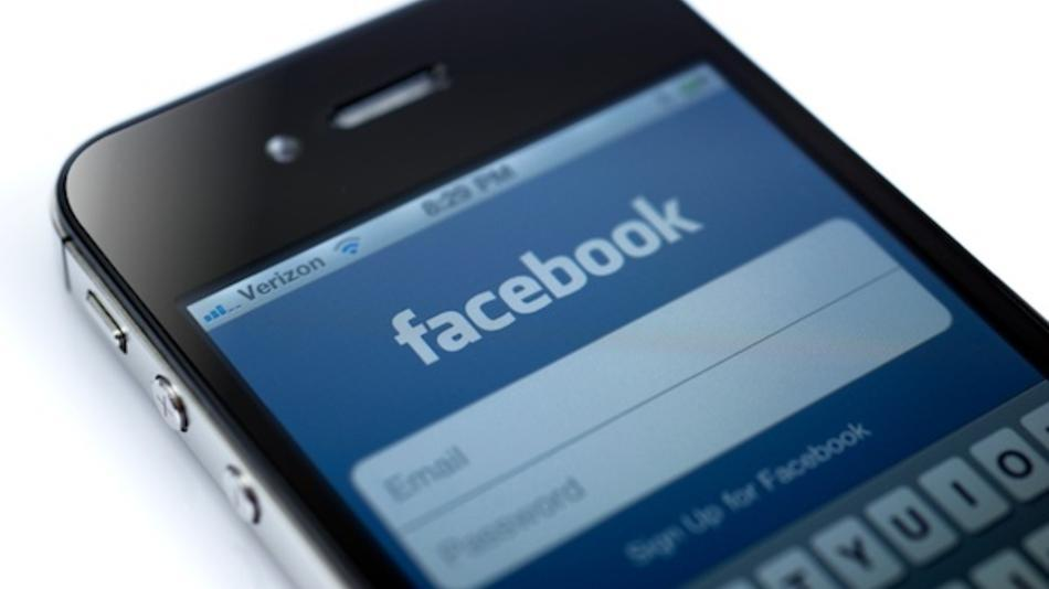 How to Change Your Facebook Cover Photo From Your iPhone